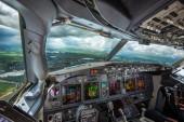 Вид из кабины экипажа самолёта А-320 с обзором 360* в рейсе от взлёта до посадки