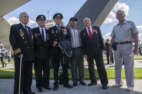 Памятник Ил-62 открыли в Шереметьево 4 июня 2015 года