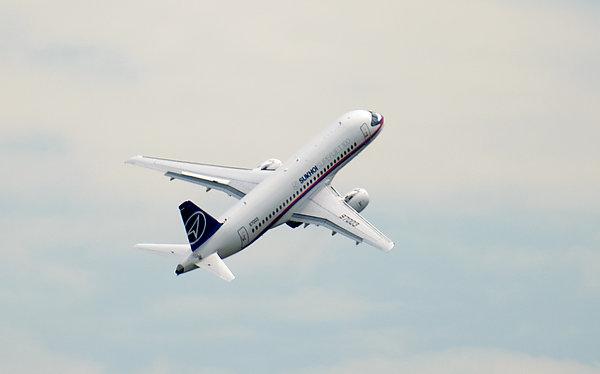 Росавиация: Сертификация самолета SSJ 100 в Китае может завершиться до конца 2018 года