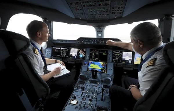"""Интерфакс: Пилотам """"Аэрофлота"""" сократят зарплаты после изменений системы оплаты"""